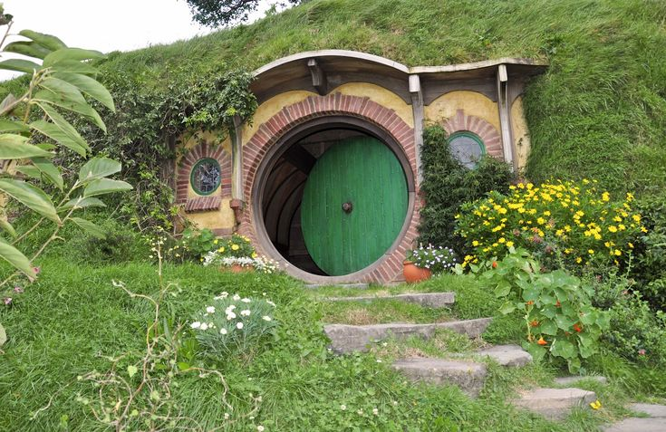 17 best images about hobbit houses on pinterest lotr home and a hill. Black Bedroom Furniture Sets. Home Design Ideas