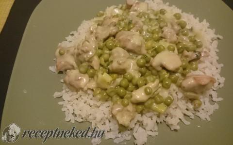 Mustáros csirkefalatok zöldborsóval