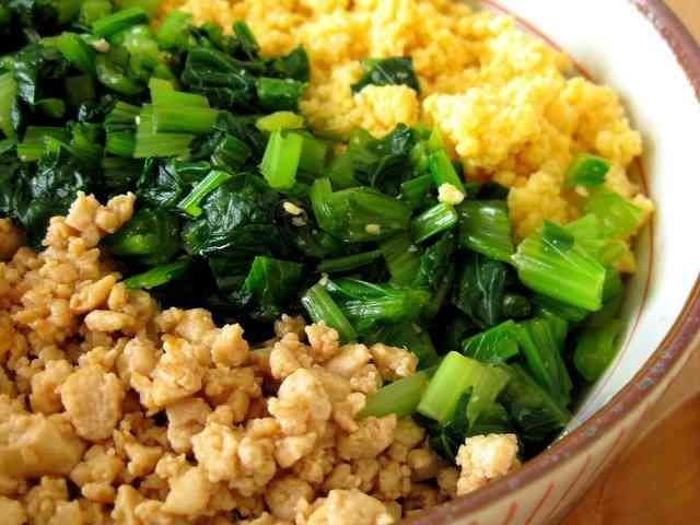 豆腐そぼろのヘルシー三色丼の画像