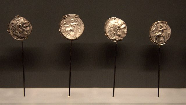 Silver coins from Macedonian cemeteries  Archaeological Museum of Thessaloniki, Greece. --- Ασημένια νομίσματα από νεκροταφεία της Μακεδονίας. Αρχαιολογικό Μουσείο Θεσσαλονίκης.