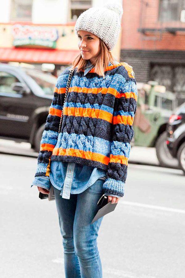 Miroslava Duma usa tricô de listras coloridas no fashion week