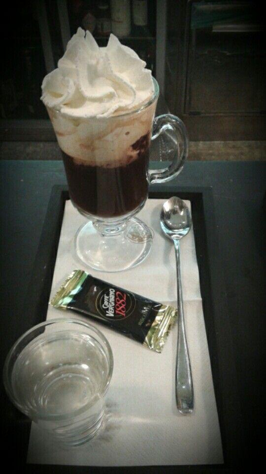 Bicerin con cioccolato,caffè e panna