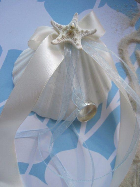 リゾートウェディングにぴったり♡貝殻を使ったリングピローをあつめましたにて紹介している画像