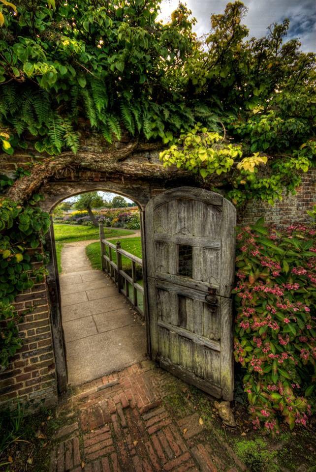 """Las cosas que no conocemos están en el camino ... """"Emily Dickinson"""" - Magnífico jardín marzo:! Mes de espera."""