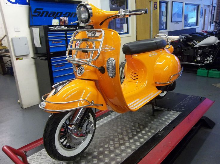 AJS Modena 125 / 50 cc Scooter Vespa 125 cc 1950 60 s body Retro Mod