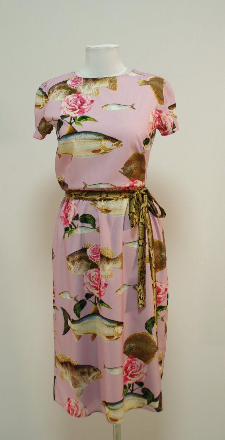 Розовое платье с рыбами и розами, короткие рукава | Платье-терапия от Юлии