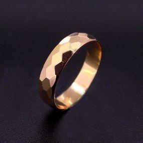 Anello uomo diamantato in oro rosso.  Disponibile anche in argento.