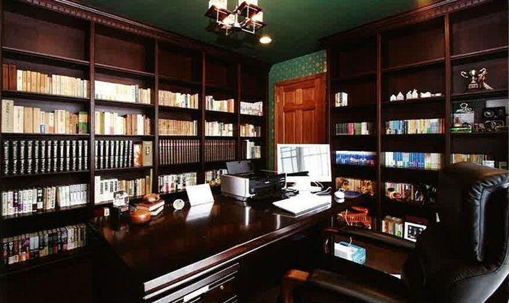 書斎は、お仕事に趣味にと、ご自分だけの空間がつくれます!趣味の音楽の部屋、フェラーリ車庫と一体の書斎など・・・色々なのです♪まず、正統派の書斎&応接間、ファミ…