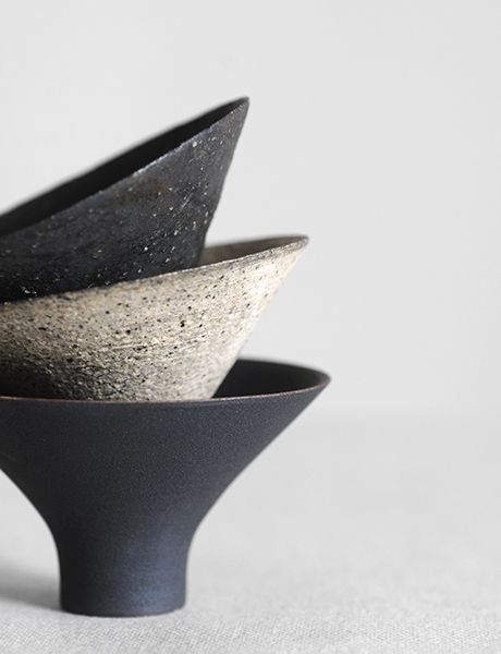 Ceramics by Takashi Endo | Analogue Life. Love the same design in different slips.