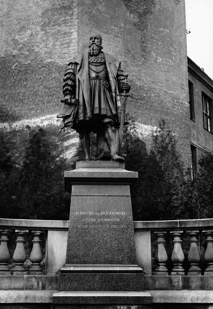 Königsberg Pr.  Albrecht von Brandenburg Denkmal,  erster Herzog von Preussen