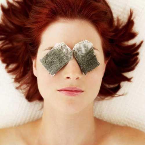 7 Tips De Emergencia Para Eliminar Las Bolsas De Los Ojos De Inmediato - #Belleza, #Casa, #HazloTuMismo  http://www.vivavive.com/7-tips-de-emergencia-para-eliminar-las-bolsas-de-los-ojos-de-inmediato/