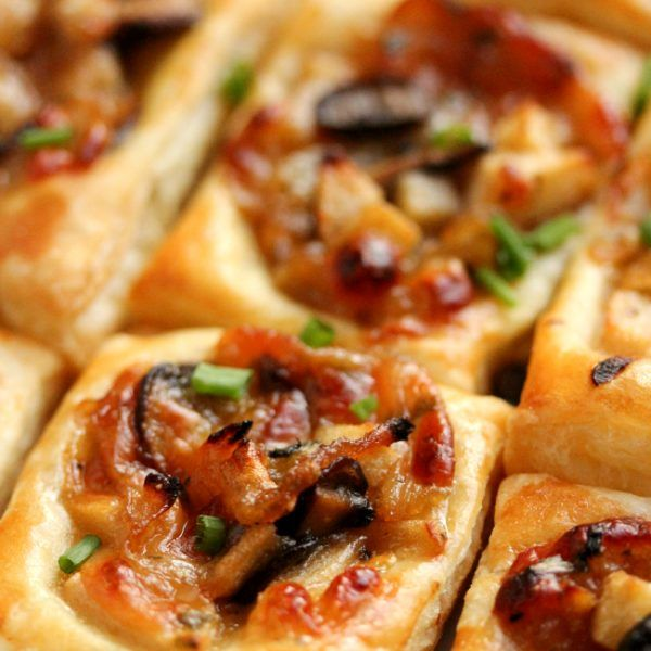 You must add these caramelized onion, mushroom, apple, & gruyere bites to your Thanksgiving appetizer list.
