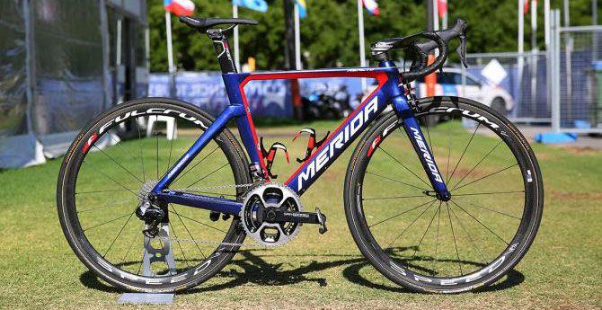 A equipe do Bahrain-Merida teve 10 das suas bicicletas roubadas antes da Hammer Series,provaque acontece nesse fim de semana, dia 4 de junho. Nove MeridasmodelosWarp TT da equipe e uma Merida Reacto foram roubadas do caminhão na região de Limburgo, Holanda.   #bike #ciclismo #ciclismo de estrada #speed