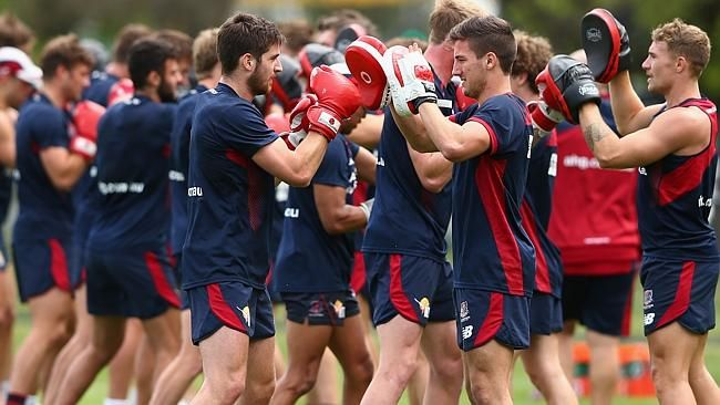 Melbourne players to adopt radical paleo diet in 2015 AFL season