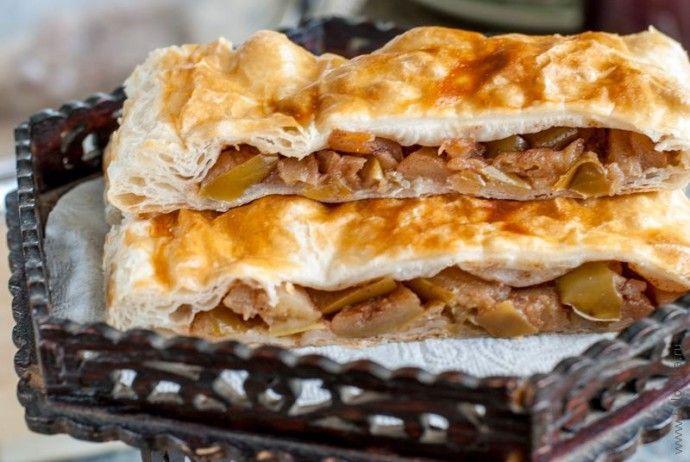 Пирог с яблоками из слоеного теста а-ля яблочный штрудель