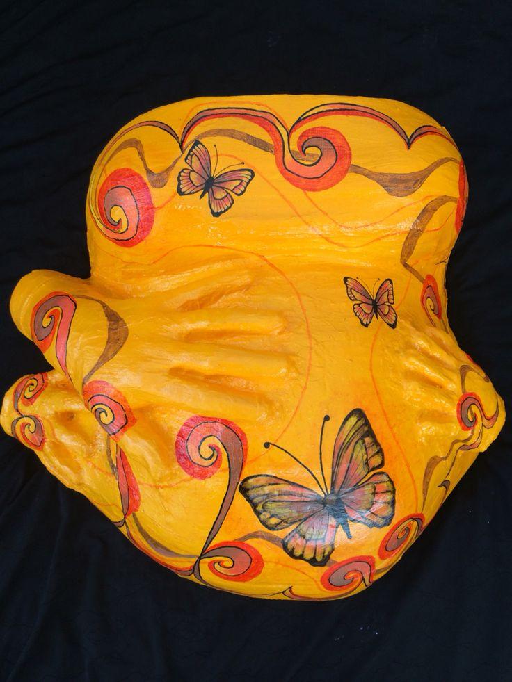 Molde de yeso embarazada pintado