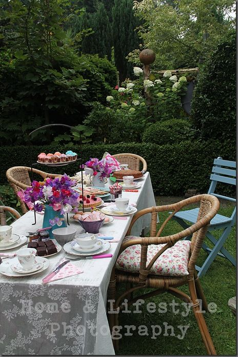 Home & Lifestyle: Vintage High Tea in the garden