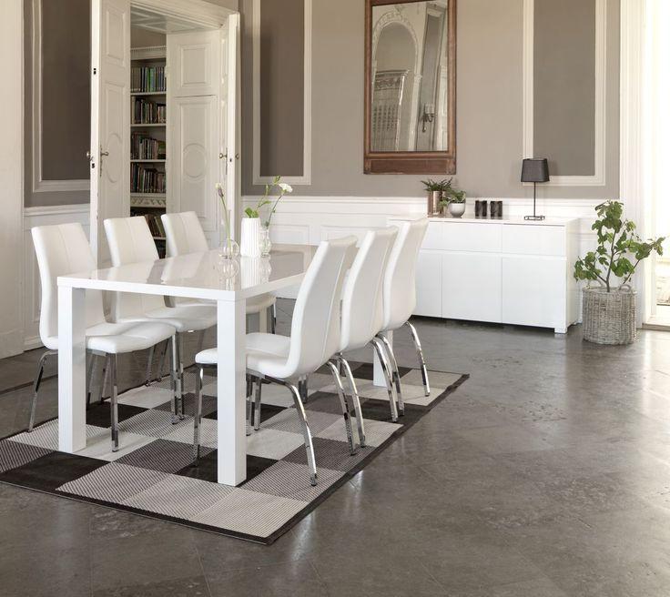OMME korkeakiiltoinen pöytä, HAVNDAL tuolit, OMME senkki www.jysk.fi