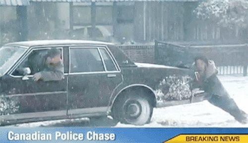 Que policía más monse { GIF } #coches #nieve #policia