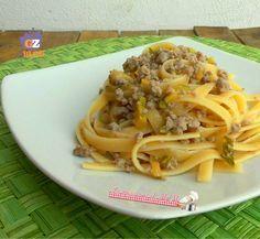 Pasta con ragù bianco e zucchina, un primo piatto semplice e veloce da preparare con pochissimi ingredienti. Blog giallo zafferano