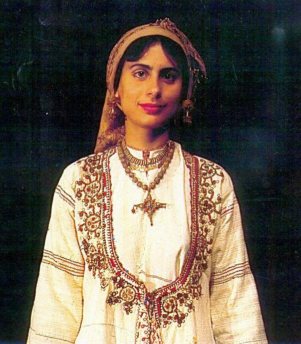 pour CHYPRE: Costumes féminins traditionnels chypriotes du XIX°s.