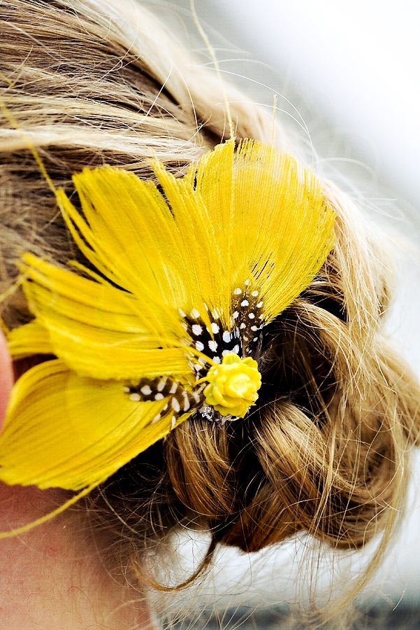 Feather Pins for Bridesmaids to match the color of our dresses!?