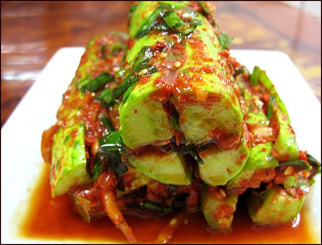 오이소박이(oi-sobagi) / Cucumber Kimchi Cucumber kimchi filled with chives, chili powder and garlic, seasoned with fish sauce.