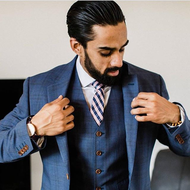 One of our favourite wedding looks - check out the   subtle texture in that fabric! 📸 : @hbmensstudio    #Regram via @ewmenswear