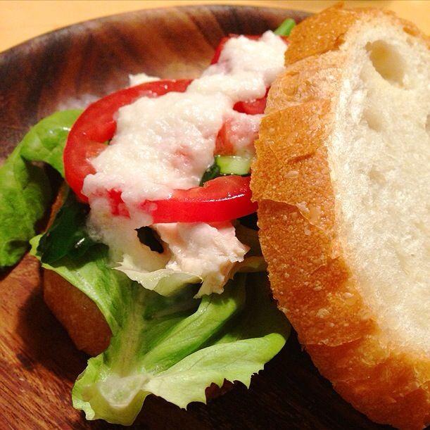 玉ねぎドレッシングが美味しすぎて(^_^)鶏ハムはさんだサンドイッチ。 - 19件のもぐもぐ - 玉ねぎドレッシング鶏ハムサンド by nahokotanaq3W