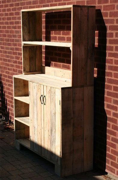 Кухонный шкафчик из деревянных поддонов/паллет