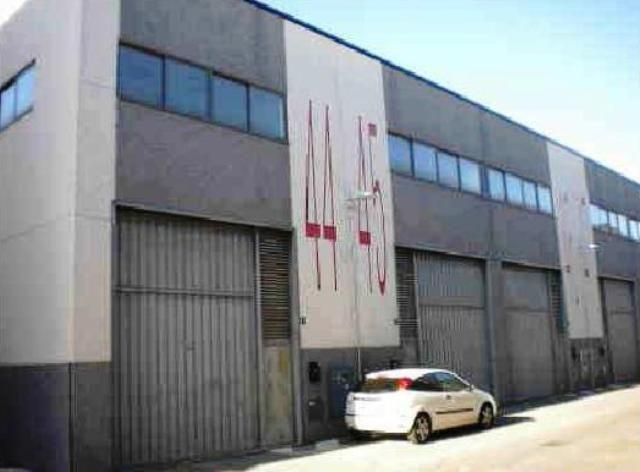 Nave industrial de dos plantas ubicada en el polígono Ventorro del Cano, con importante renovación, bien comunicado y con buenos accesos, junto a M-40.