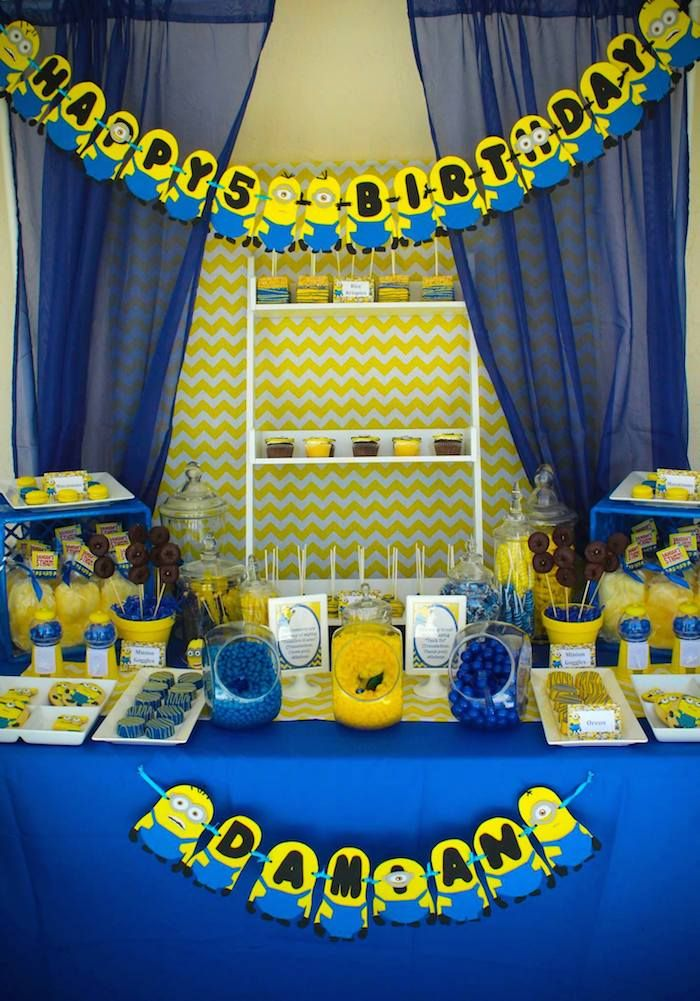Despicable Me Minion Themed Birthday Party Cake Decor