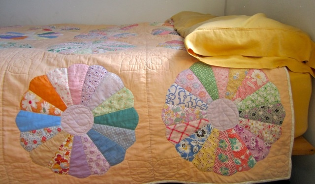 Dresden Plate Quilt Design: Comfy Quilts, Beautiful Quilts, Gorgeous Colors, Quilts Inspiration, Patchwork Quilts, Ahhhh Quilts, Dresden Plates Quilts, Quilts Design, Quilts Ideas