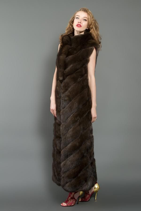 A Russian Barguzin sable fur vest with beautifulfish tailoring, anelegantscoop neckline collar and pockets. This model has removable full-length sleeves in s