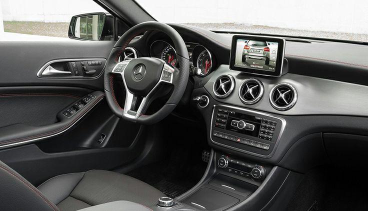 El aspecto robusto y poderoso del exterior del vehículo se prolonga en el interior. Sin embargo, no deja de ser un habitáculo heredado del Clase A con una posición de conducción más elevada que permite un mayor control de la carretera.