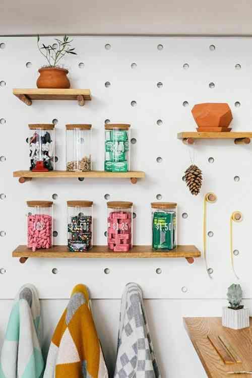 les 25 meilleures id es de la cat gorie stockage de panneau perfor en exclusivit sur pinterest. Black Bedroom Furniture Sets. Home Design Ideas