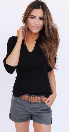 Grey shorts and black blouse - Miladies.net 1