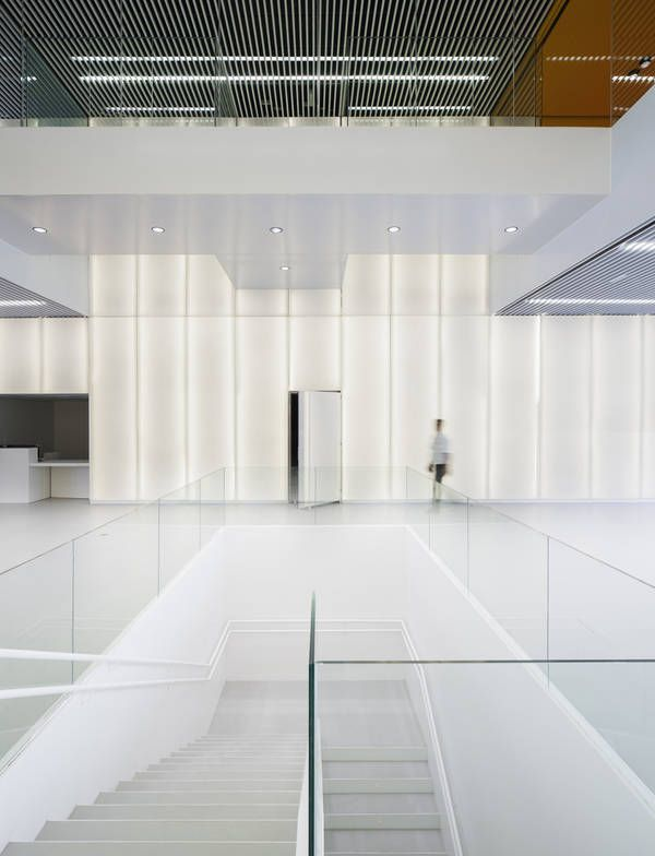 ACXT, Archivgebäude, Bilbao, Spanien, Glasfassade, Empfangshalle, Foyer, Eingang, Transparenz, Treppe, Erschließung, Untergeschoss