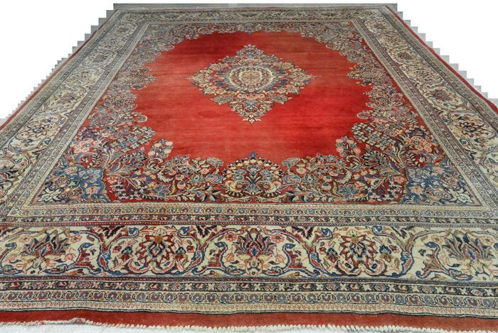 Prachtig en kostbaar Perzisch tapijt Kashan 362 x 273 cm einde van de 20e eeuw  Je biedt op een indrukwekkende prachtige Perzisch tapijt - Kashan - in een goede conditieDeze prachtige en imposante tapijten zijn handgeweven in Iran en de typische Perzisch tapijt ontwerpen. Het Kashan tapijt zijn bekend omdat ze hebben vaak een grote medaillon in het centrum dat is omgeven door Orienta bloemmotieven. Ze zijn kwalitatief hoogstaande en meestal hebben ze medaillon motieven op het veld van een…