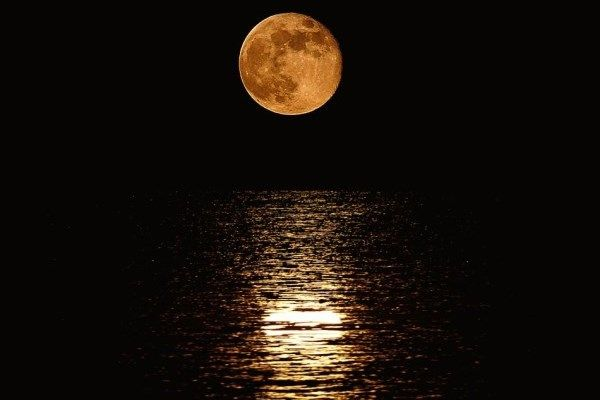 Πανσέληνος! Full moon!  You can simply not get enough of it! So beautiful in Greece, and many songs about it! :)