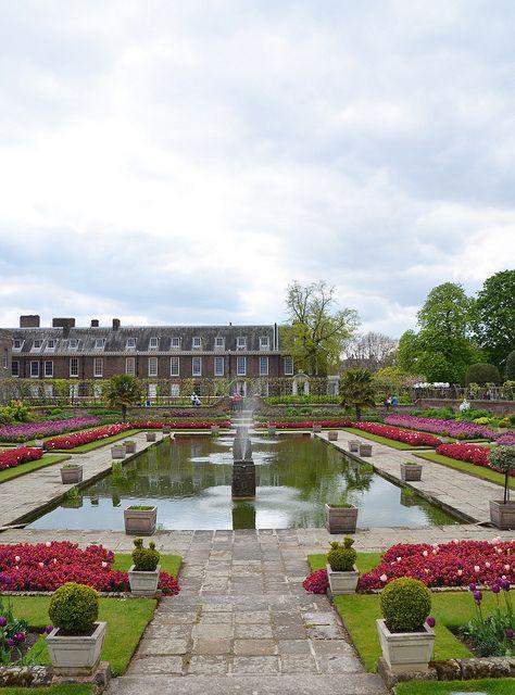 Garden with pool and fountain - Kensington Palace | Flickr: Intercambio de fotos