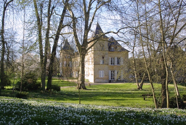 Château de Preisch au coeur du Pays des trois frontières, aux portes du Grand-Duché du Luxembourg et à proximité de la cité médiévale de Rodemack. #Lorraine #France
