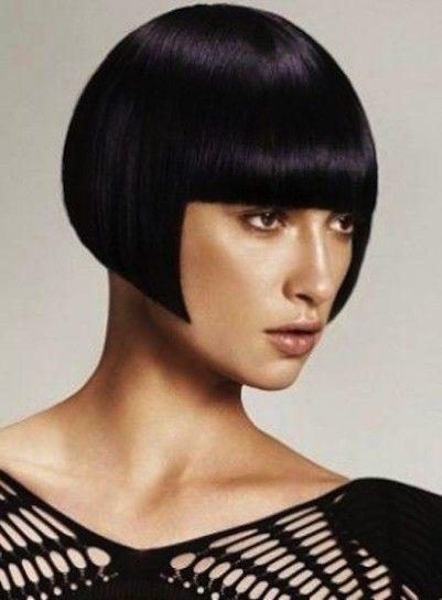 Taglio di capelli corto di ispirazione geometrica