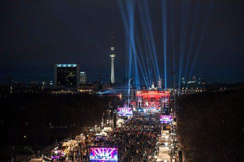 Party in Berlin : So war Silvester am Brandenburger Tor 31.Dez 2015