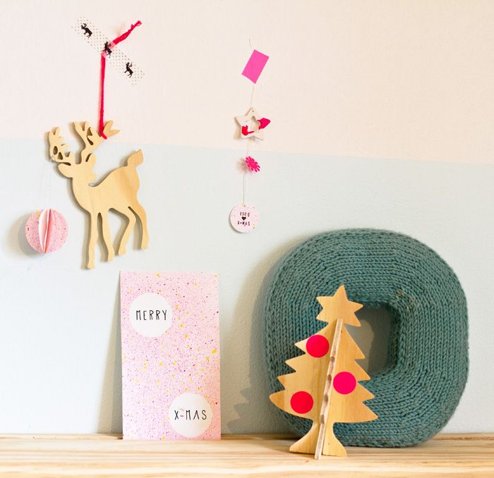 Christmas Splatter cards and paper ornaments by Véronique from Pichouline what you'll need: *craft paint *water *knife *toothbrush *paper *punch or scissors Step 1: This is a dirty job, the best is to do it outside. Make sure you protect...