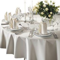 Runde Duni Dunicel Tischdecken mit einem Durchmesser von 180 cm sind eine wunderbare Lösung, wenn es um runde Tische geht. Bankett-Tische und normale runde Tische werden mit diesen Tischdecken gekonnt dekoriert. Durch das Dunicel Material wirken diese Tischdecken stoffähnlich und besonders hochwertig.