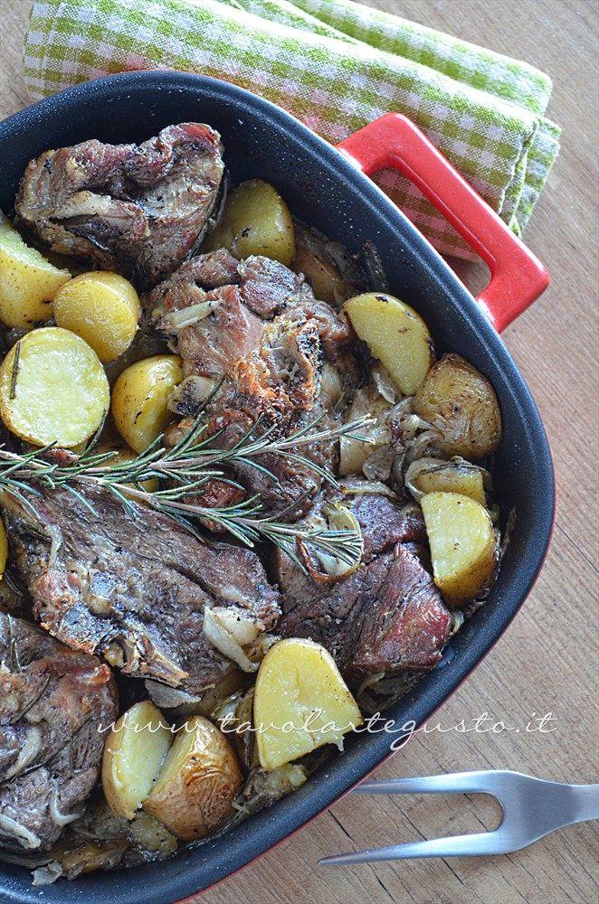 Agnello al forno con patate - Ricetta Agnello al forno con patate.