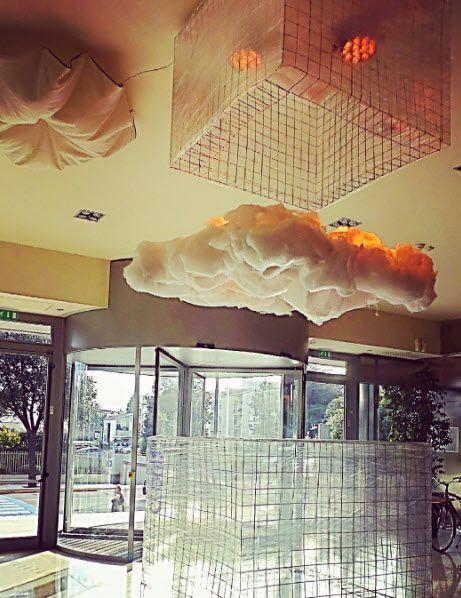 Installazione nella Hall del THotel, Cagliari. Cloud, nuvola realizzata da Salvatore Campus