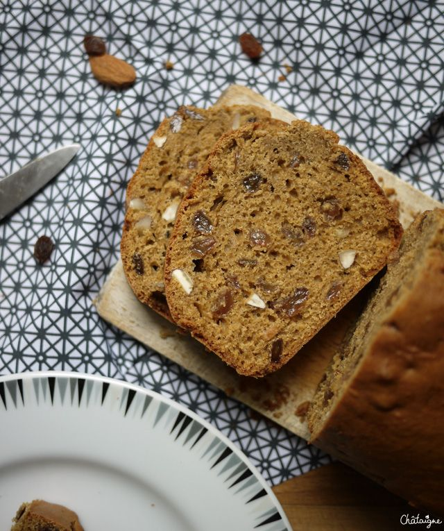 Cake à la farine de sarrasin, raisins et amandes - Blog de ChâtaigneCake sarrasin (5)