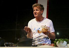 24-Jun-2014 6:17 - GORDON RAMSAY STOPT MET OORLOG IN DE KEUKEN. Sterrenkok Gordon Ramsay stopt na tien jaar met zijn televisieshow Oorlog in de keuken, ook bekend als Kitchen Nightmares. Dit kondigde de Britse kok aan op zijn website.